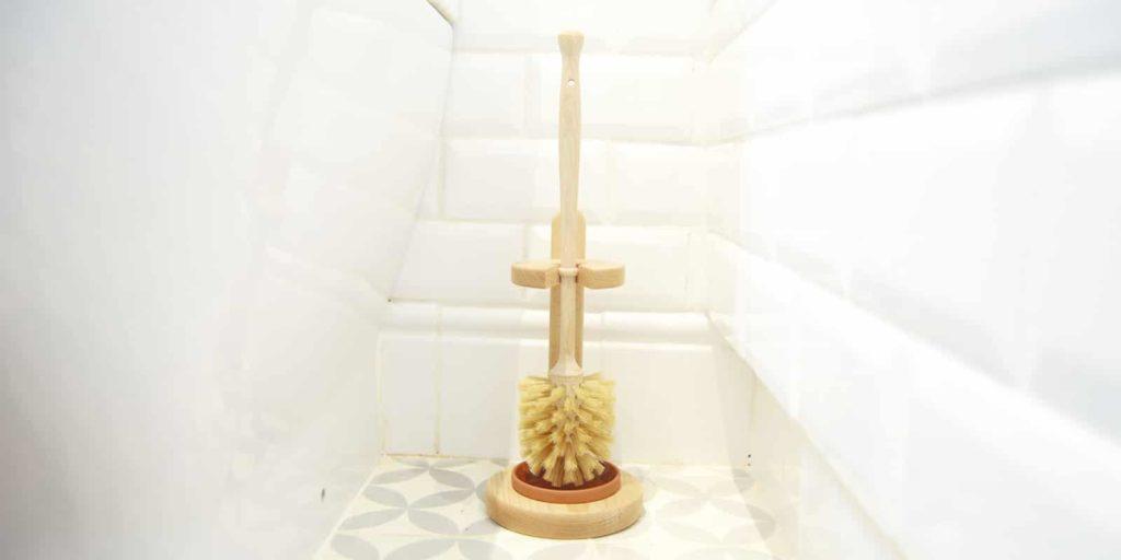 Escobilla de baño de madera